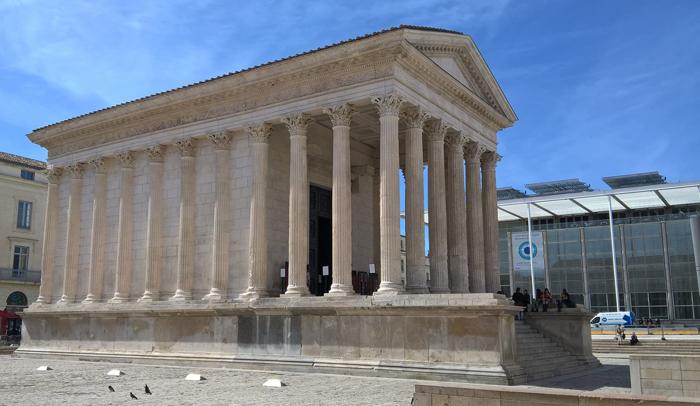 La Maison Carré y el Centro de Arte Contemporáneo Carré d'Art de Norman Foster