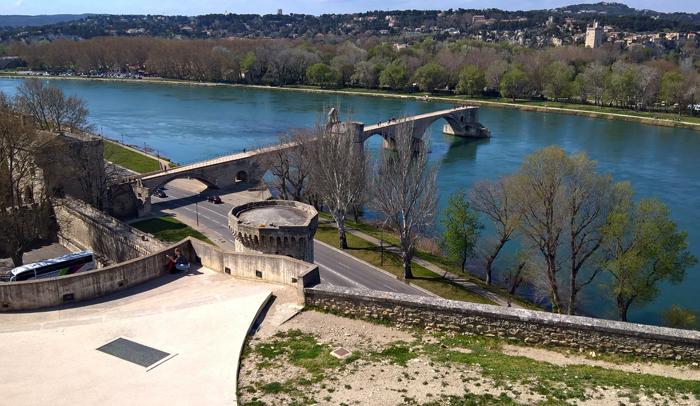 Vistas del Puente de Aviñón desde el jardín Rocher des Doms