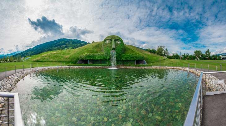 El emblemático gigante de los Mundos de Cristal de Swarovski. Foto © Aníbal Trejo.
