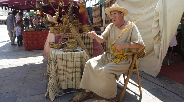 Mercado Medieval situado en Plaza de España (este año la temática será renacentista)