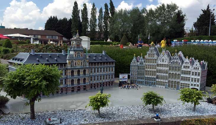 En Mini Europe se pueden ver miniaturas de diferentes lugares de los 28 países que forman la Unión Europea
