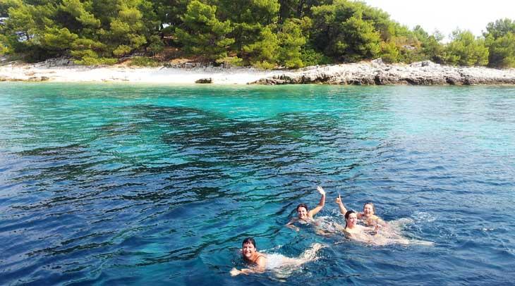 Islote frente a Lumbarda (Isla de Korčula)
