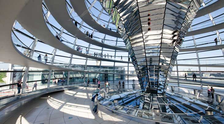 Reichstag en Berlín. Autor Dom Crossley. Licencia Creative Commons.
