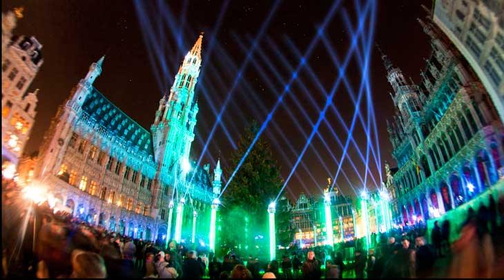 Espectáculo luzy sonido en la Grand Place de Bruselas. Foto ® Visit Brussels/Eric Danhier.