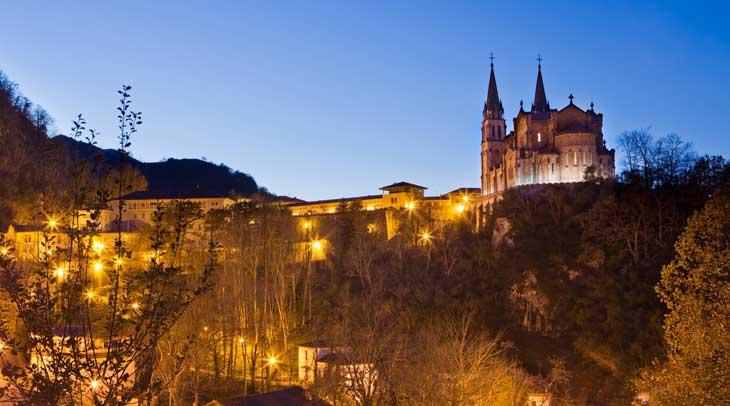 Basílica de Covadonga. Foto Noé Baranda. Cedida por Turismo de Asturias.