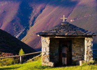 Ermita del Campillo. Foto Manuel S. Calvo. Cedida por Turismo de Asturias.