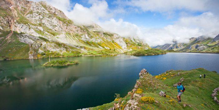 Lago del valle. Foto Camilo Alonso. Cedida por Turismo de Asturias.