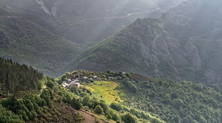 Vista de San Cristóbal. Ruta del Silencio. Foto Alejandro Badía. Cedida por Turismo de Asturias.