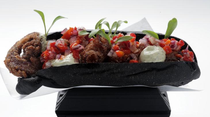 Pulpo frito con sangucho negro, al estilo peruano