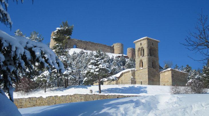 Iglesia de Santa Cecilia y castillo