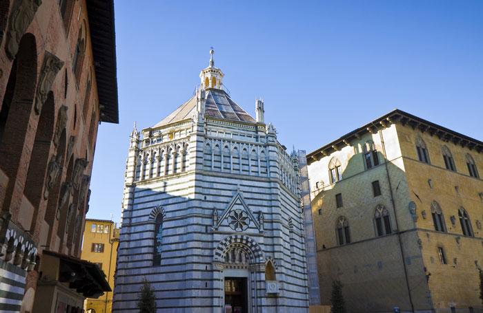 Baptisterio de la Plaza del Duomo de Pistoia