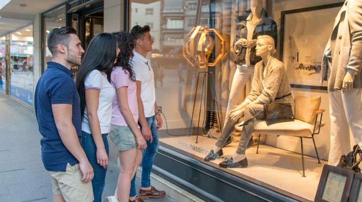 El casco histórico de Benidorm aglutina tiendas de todo tipo