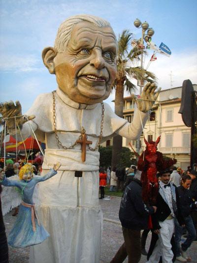 El Papa Benedicto XVI también tuvo su protagonismo en el Carnaval de Viareggio