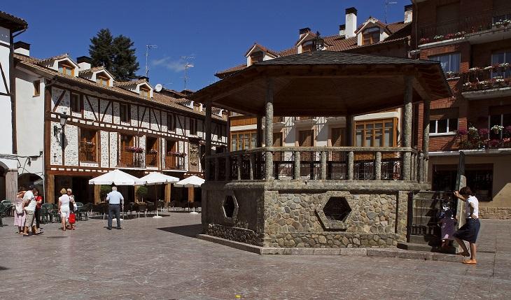 Plaza del Conde de Torremuzquiz y su quiosco. Foto La Rioja Turismo.