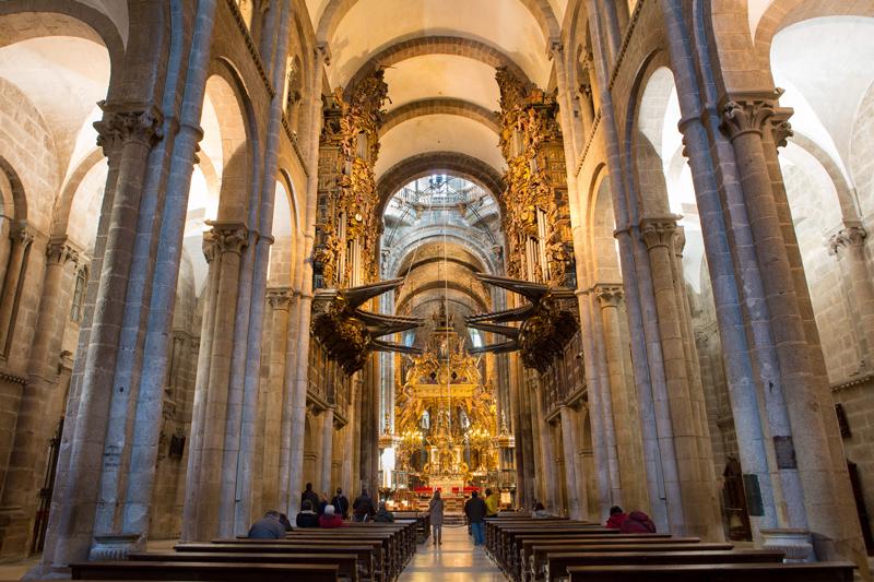 Nave central catedral de Santiago de Comportela © Turgalicia