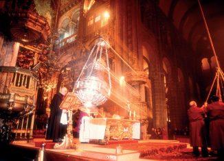 Botafumeiro en acción en la catedral de Santiago de Compostela © Turgalicia