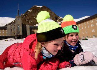 Niños en la estación de esquí de Vall de Núria