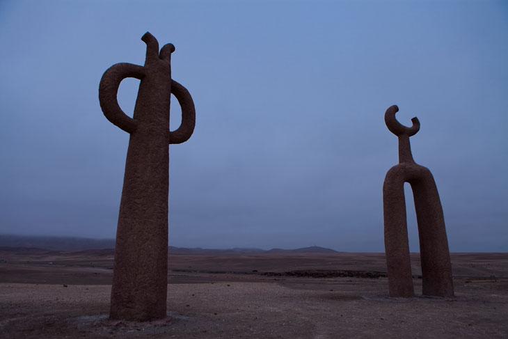 "Esculturas ""Presencias Tutelares"" de Juan Díaz Fleming © Ronny Belmar"