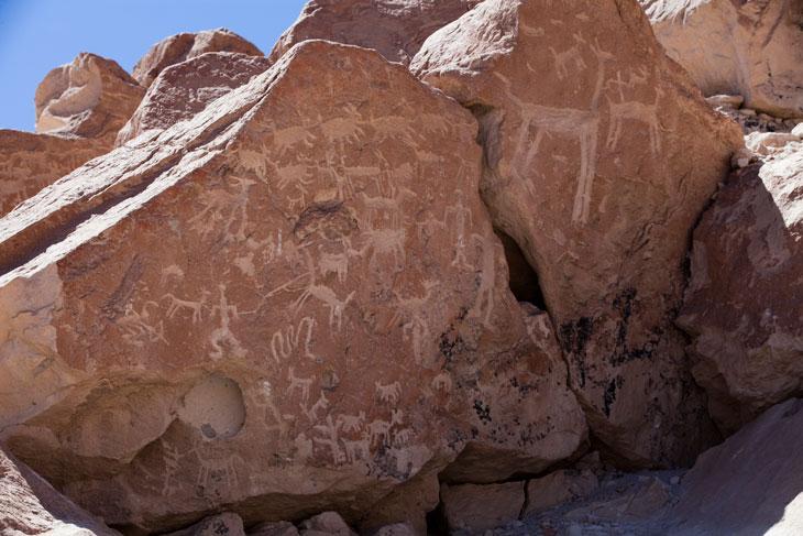 Petroglifos en Ofragia © Ronny Belmar
