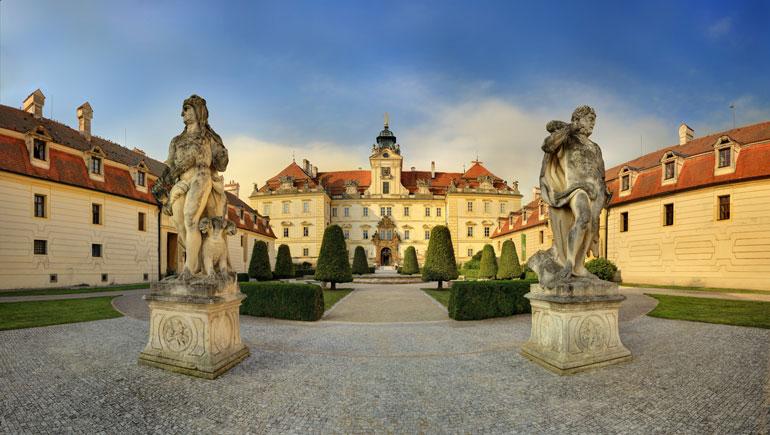 Castillo Valtice Oficina Nacional Checa de Turismo - www.CzechTourism.com. Foto Libor Svácek