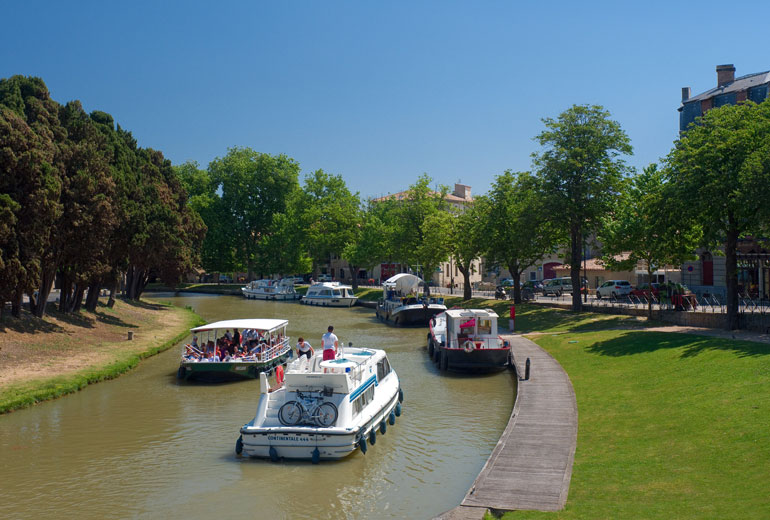 Canal du Midi a su paso por Carcassonne. Foto Oficina de Turismo de Carcassonne/Paul Palau