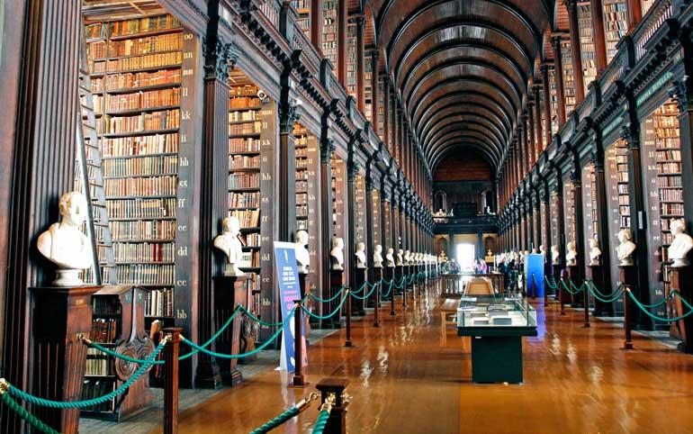Long Room, sala principal de la biblioteca del Trinity College