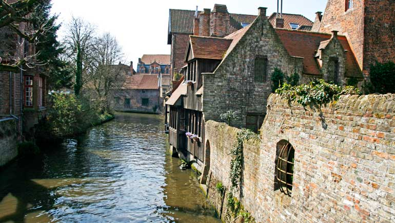 Los canales de Brujas esconden lugares de gran belleza