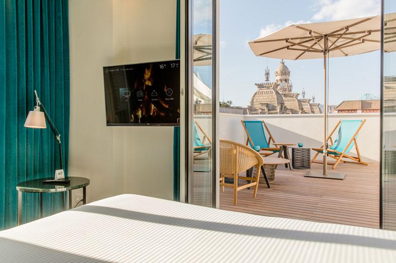 Habitación con terraza en Motel One Barcelona Ciutadella