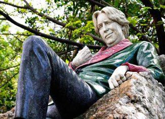 Estatua de Oscar Wilde en Merrion Square