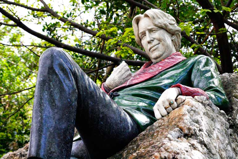 Estatua de Oscar Wilde en Merrion Square