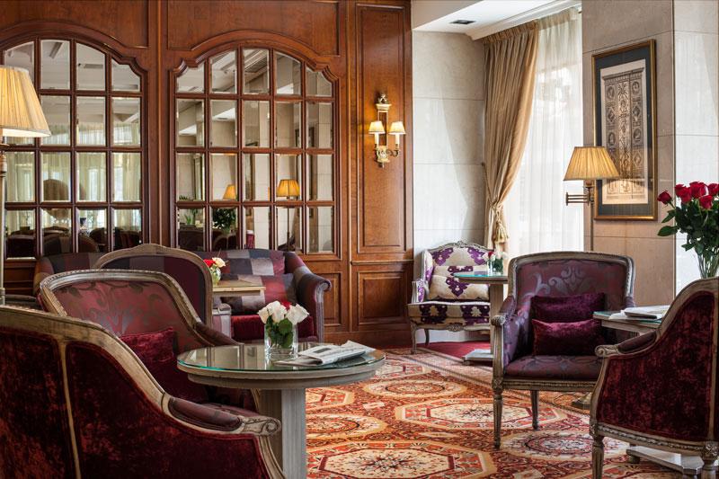 El lobby del Hotel Emperador acoge exposiciones de artistas