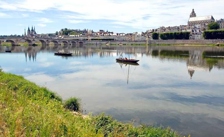 Río Loira a su paso por Blois