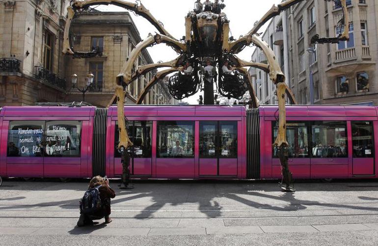 Criatura gigante © Jordi Bover