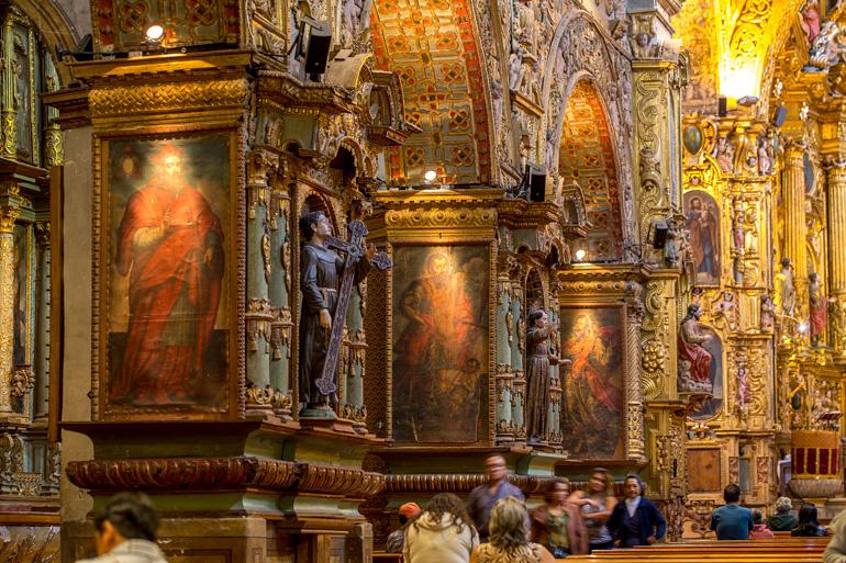 Interior de la iglesia de La Compañía de Jesús en Quito