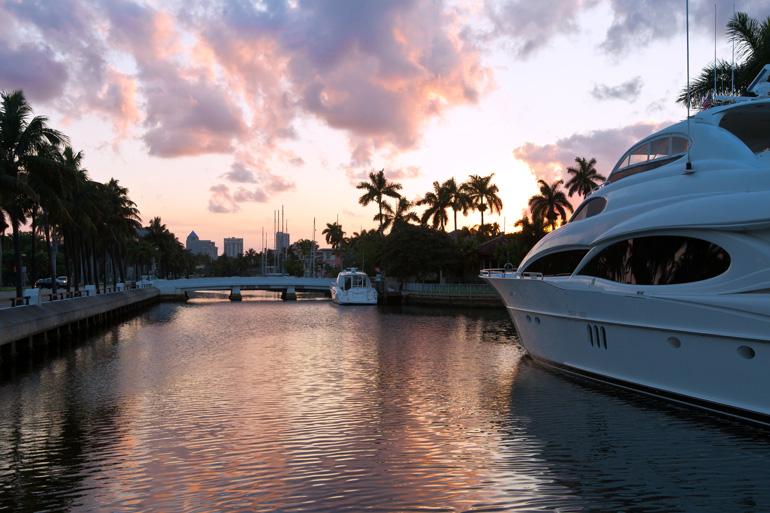Pasear en una embarcación por los canales es una de las actividades que se pueden hacer en Fort Lauderdale