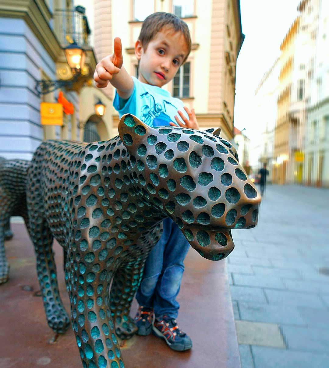 Leopardos de Michel Gabriel, en la Galería Šilingrák,