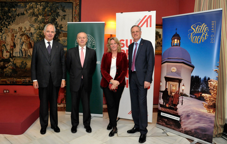 De izquierda a derecha: José Mª Bové, Cónsul General Honorario de Austria para Cataluña y Aragón; Pedro Pablo Rodés,miembro de la Junta de Gobierno del Círculo Ecuestre; Blanka Trauttmansdorf, directora de marketing de turismo de Austria y responsable de la oficina de Barcelona y,