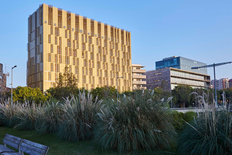 easyhotel Barcelona está en Gran Vía 22 de L'Hospitalet de Llobregat