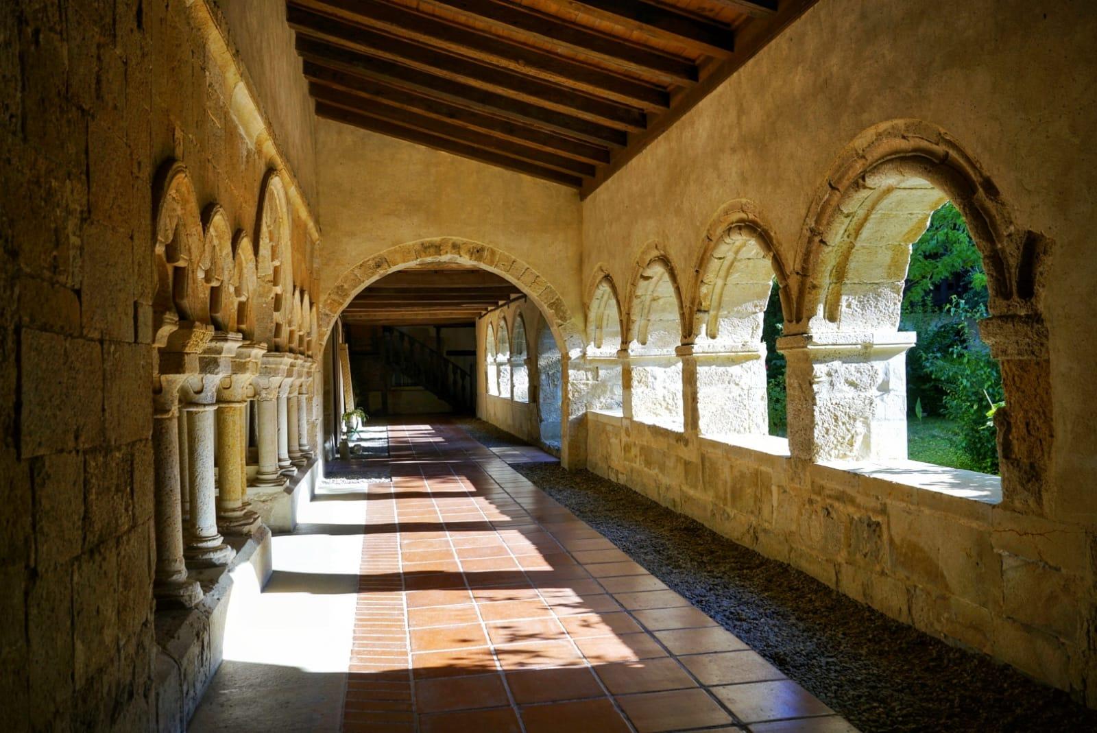 Claustro del Monasterio de Santa María La Real en Gradefes