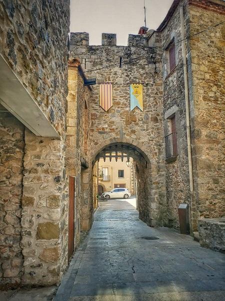 Sant Llorenç de la Muga es uno de los pueblos con más encanto de la comarca de L'Alt Empordà