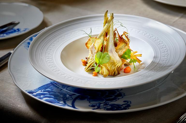 Restaurante Haroma, alcachofas a la baja temperatura con romesco y panceta ibérica