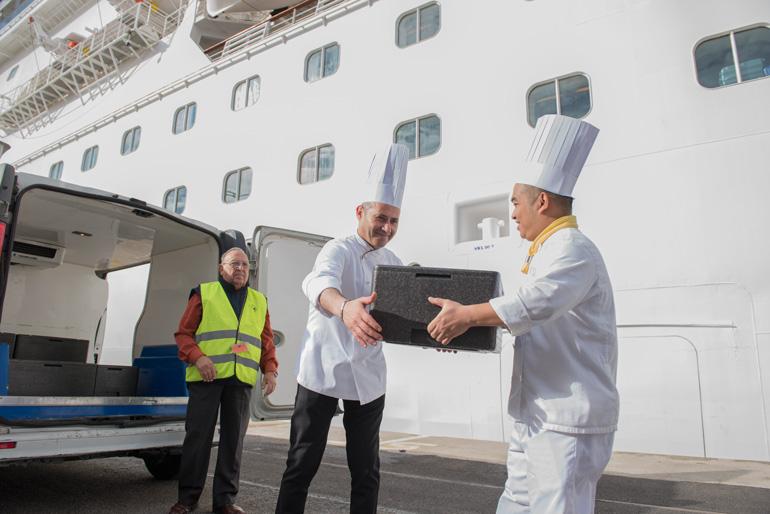 Costa Cruceros y Banc de Aliments se unen para dar salida a los excedentes alimentarios