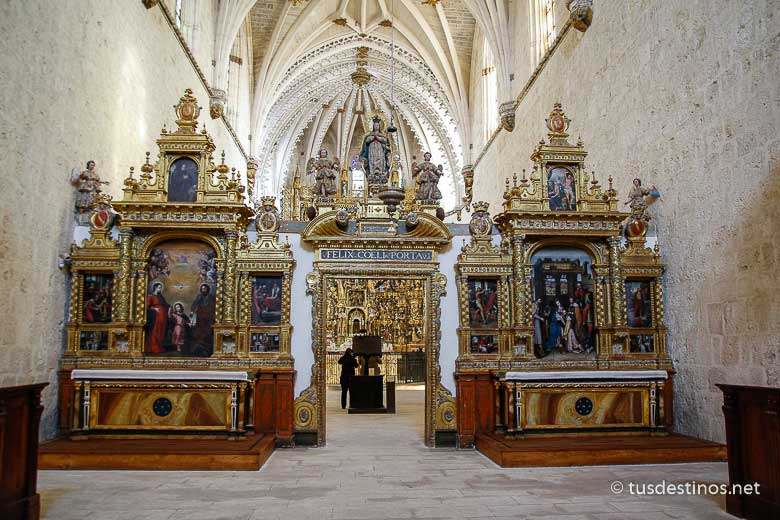 Interior de la Cartuja de Miraflores, máximo expresión del gótico tardío en España