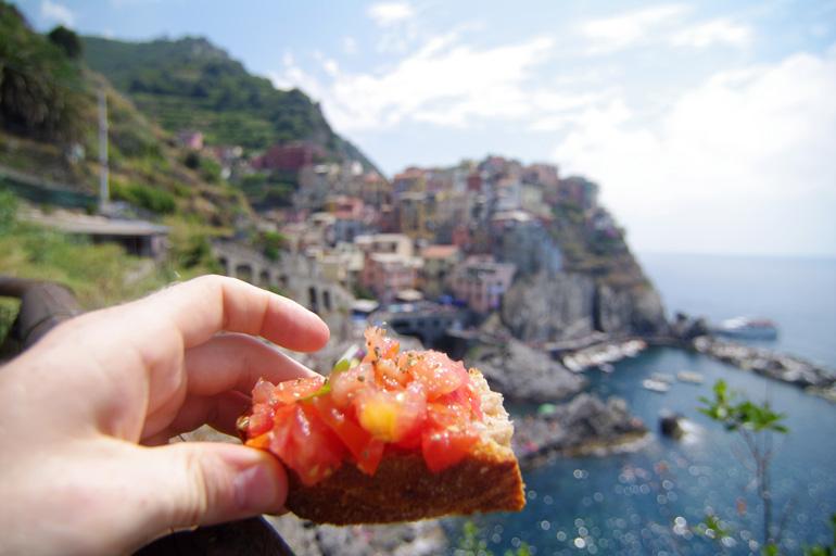 La bruschetta es el antipasto (entremés) más popular y tradicional de Italia