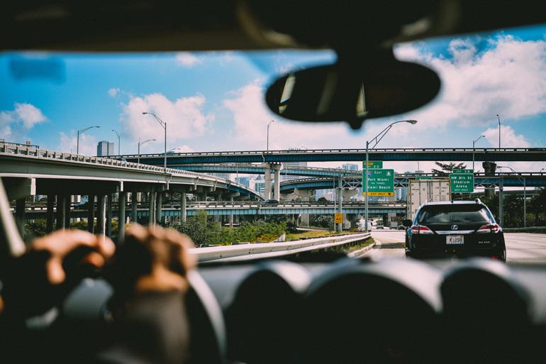 El coche puede resultar un buen medio de transporte para moverte por Miami