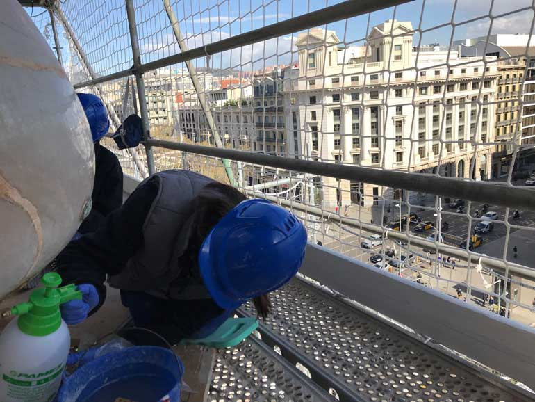 Trabajos de restauración en la fachada de la Casa Batlló