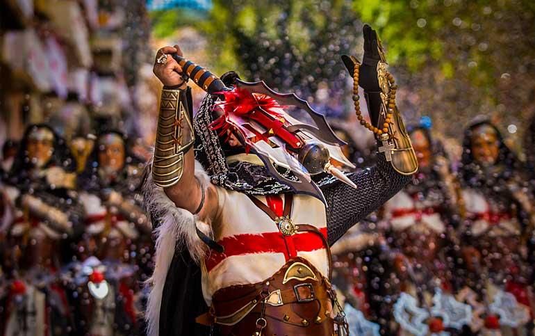 La fiesta de los Moros y Cristianos de Alcoy es una de las más emblemáticas de la Comunidad Valenciana