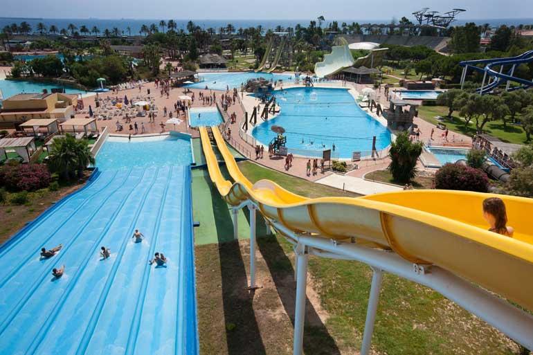 Aquopolis, el parque acuático más importante de Catalunya, se encuentra en Vila-seca, la Pineda Platja. Foto Patronato Municipal de Turismo de Vila-Seca
