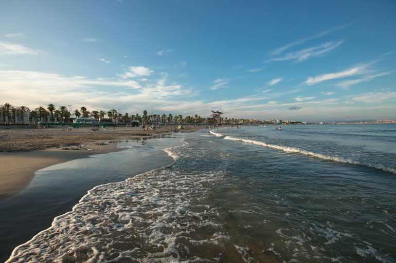 Playa de la Pineda en Vila-seca, la Pineda Platja