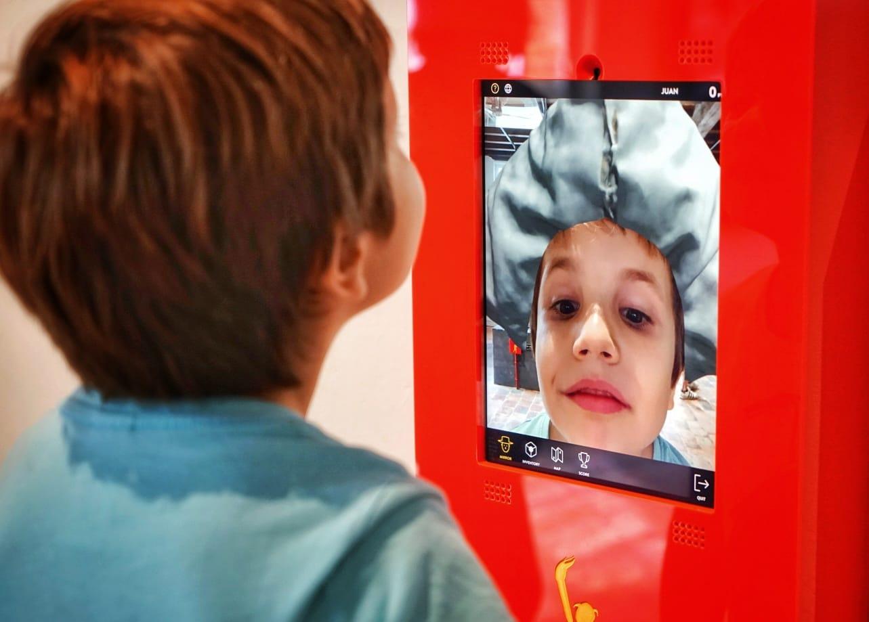 Los niños se lo pasan genial con la exposición El Mundo de Bruegel